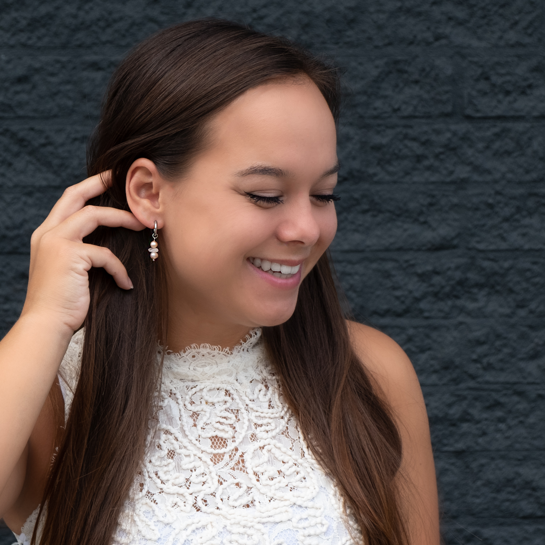 Zilveren oorbellen met parel als hanger met trend