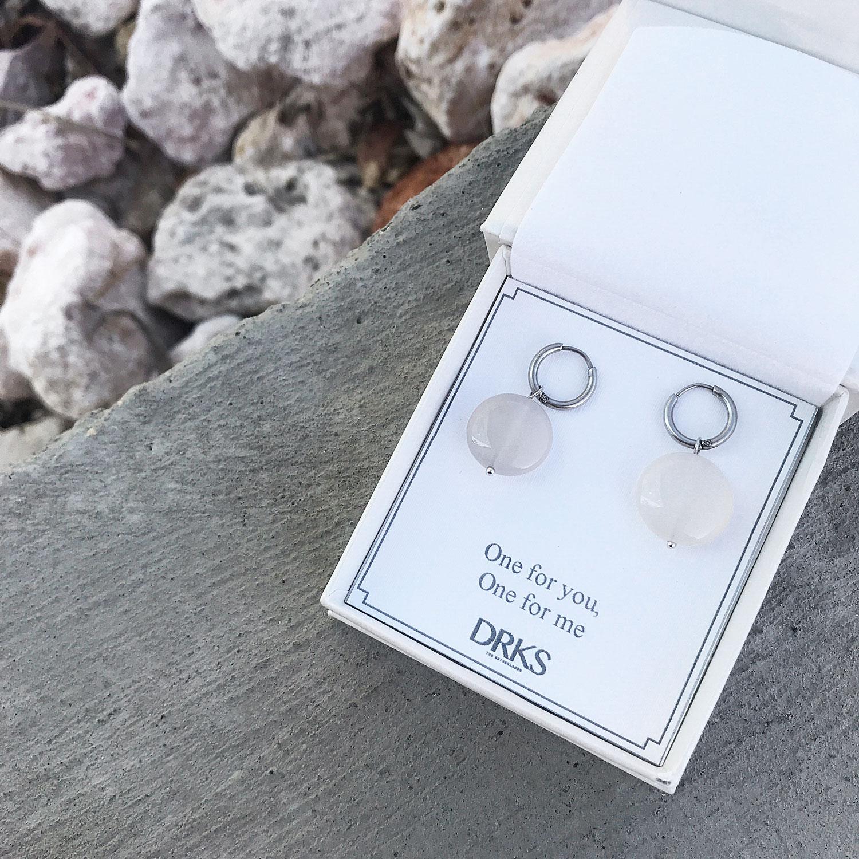 Mooie oorbellen in sieradendoosje met een persoonlijke tekst