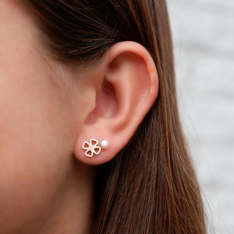 Leuke klavertje vier oorbellen in het rose goud met parels