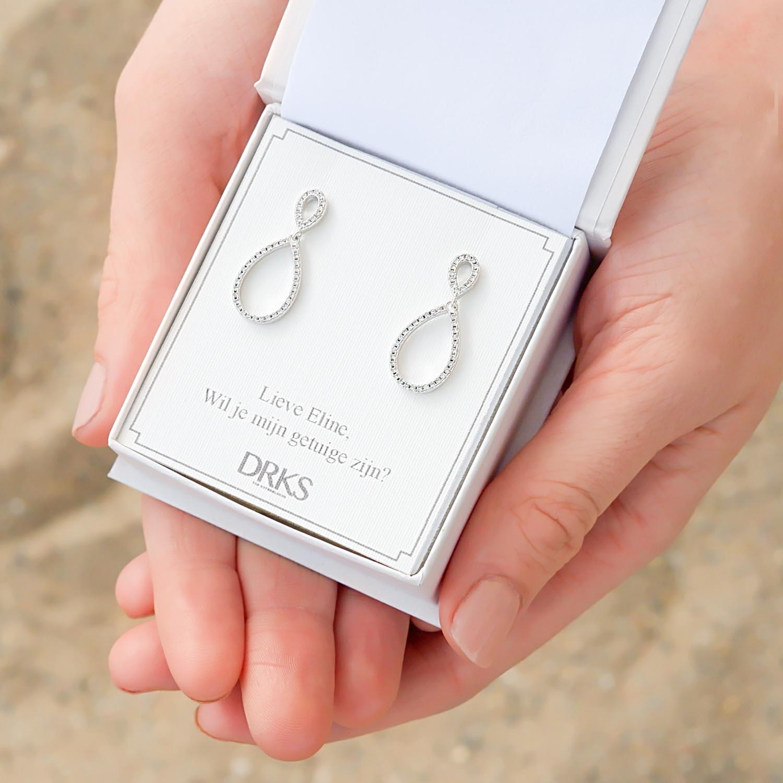 Sterling zilveren oorbellen in een sieradendoosje