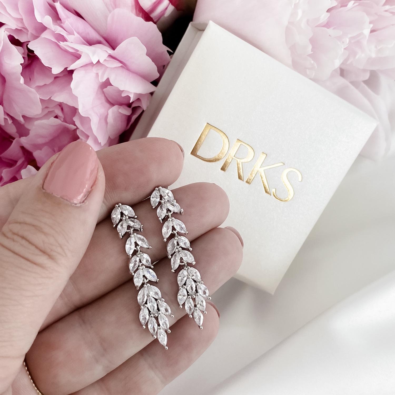 Lange bruids oorbellen voor bruid met sieradendoosje