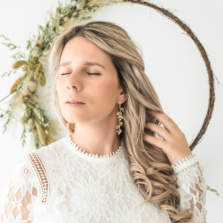 Mooie parel oorbellen voor de bruid in een bohemian stijl
