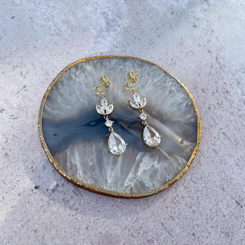 Mooie hanger oorbellen op een plaatje om te kopen
