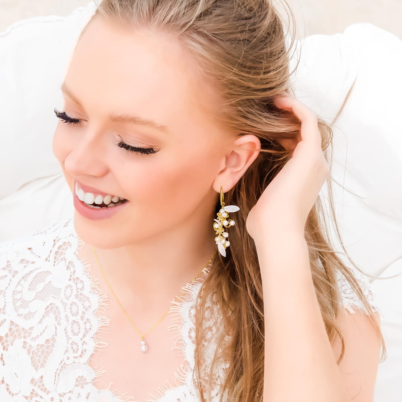 oorbellen met ketting en pareltjes om te kopen