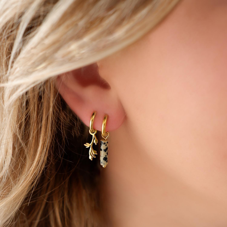 trendy oorbellen met een steentje voor een leuke look