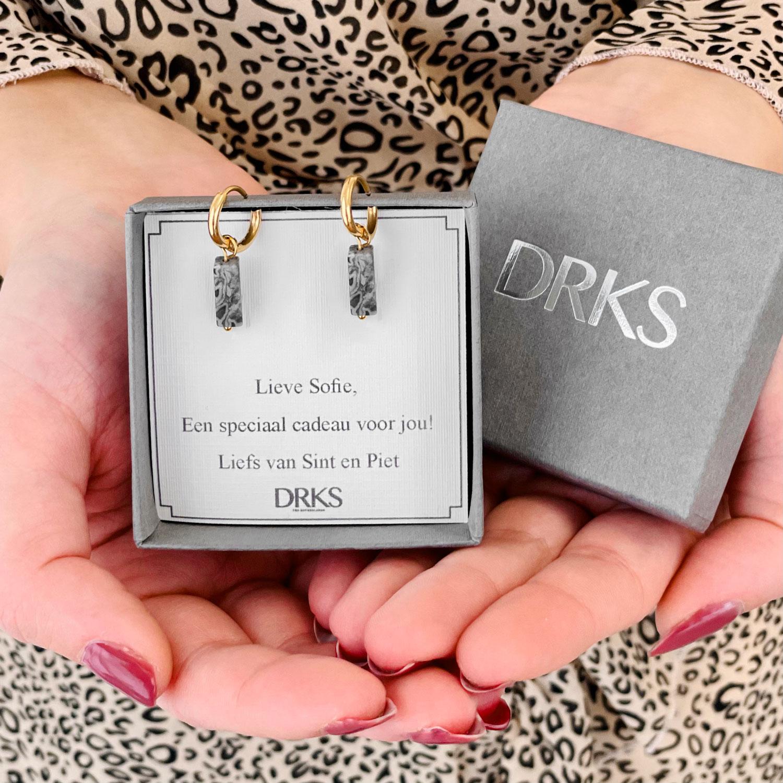 Gouden oorbellen met grijze steentjes Sinterklaas cadeau