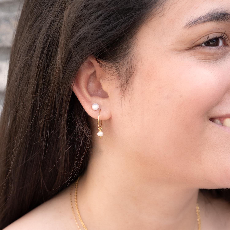 Gouden oorbellen met parels in combinatie samen
