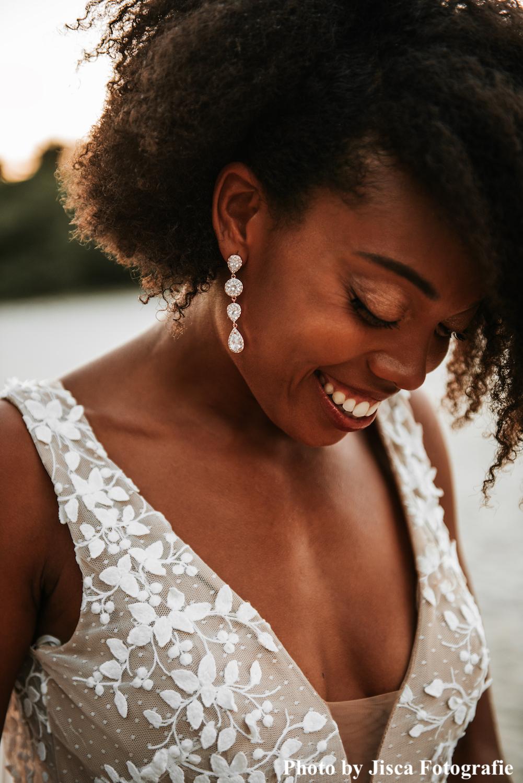 Rose gouden oorbellen met mooie sparkle bij bruid