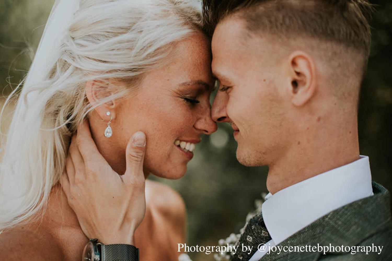 Mooie oorbellen hangers voor de bruid in het oor