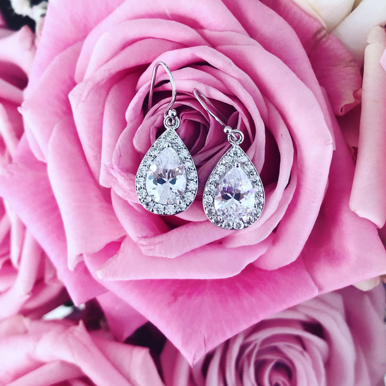 Daily Luxury oorbellen met druppel met roze rozen