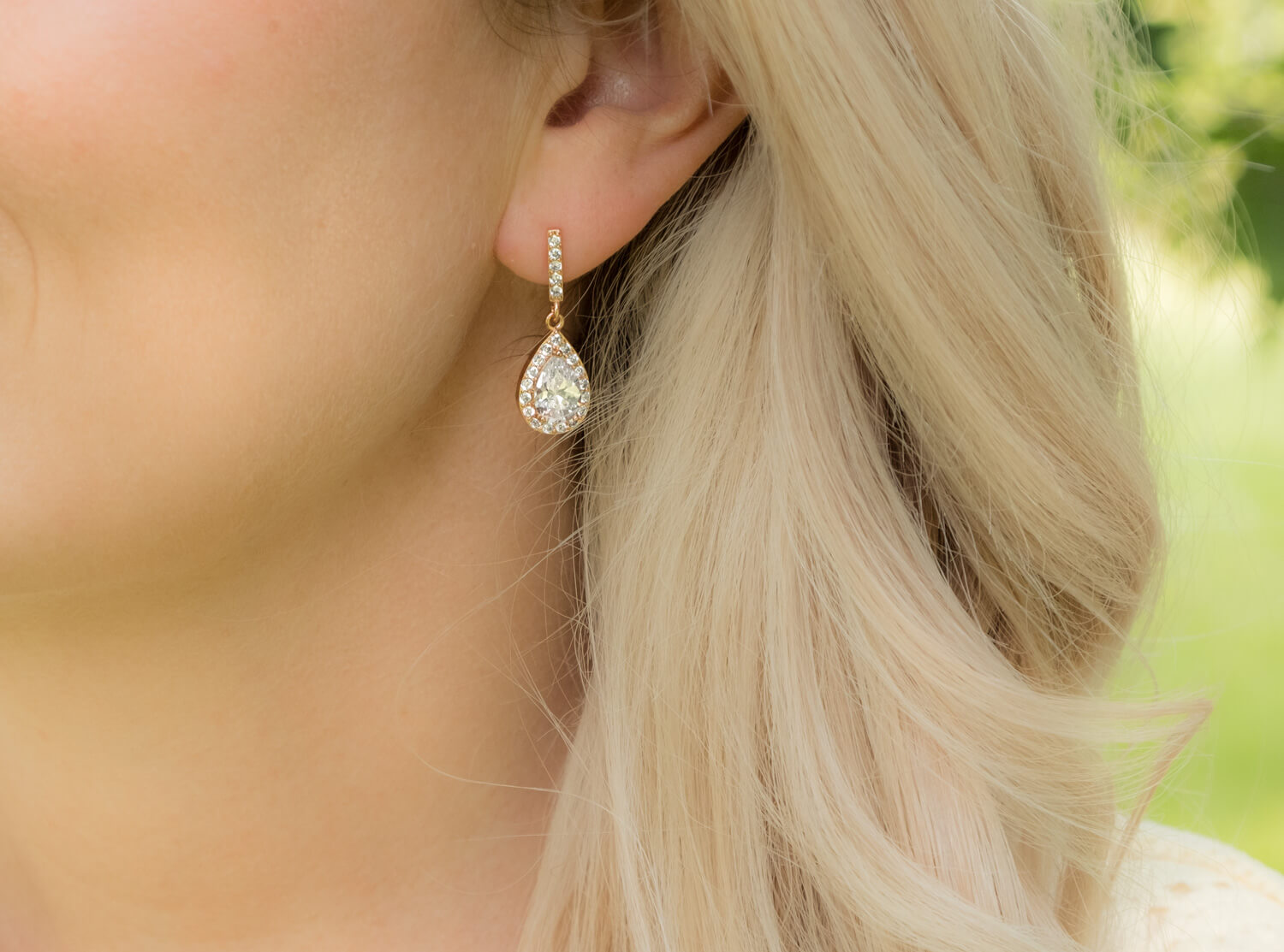 lady with rose golden earrings from drks