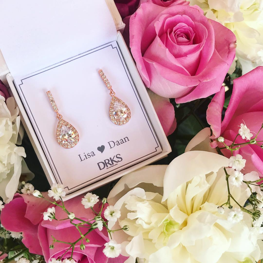 rose gouden oorbel in doosje met persoonlijke tekst drks