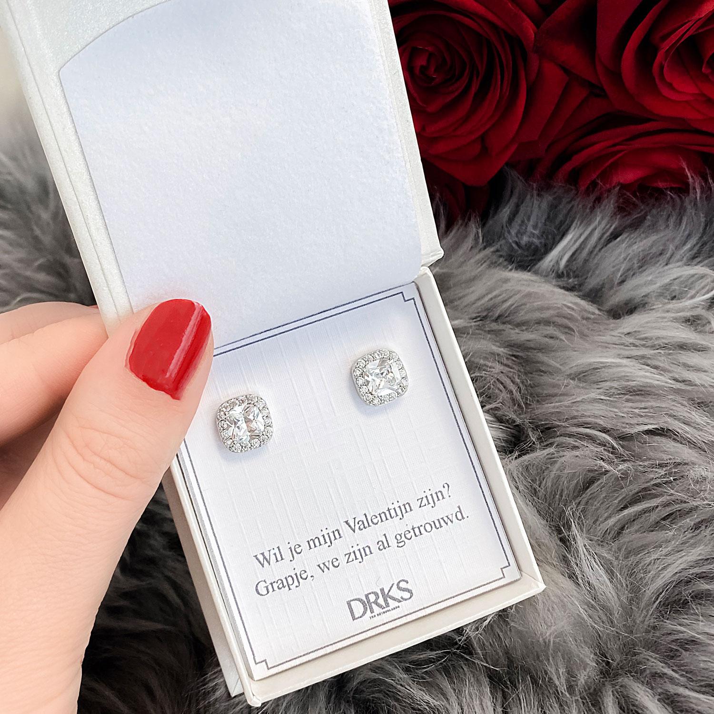 Mooie zilveren oorbellen om cadeau te geven aan jouw liefde