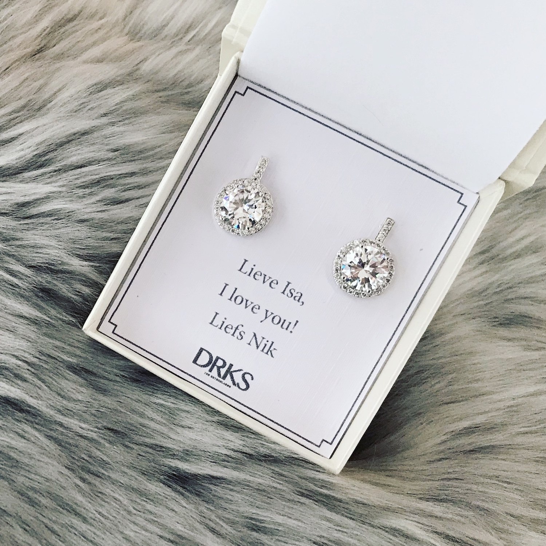 Zilveren daily luxury oorbellen in sieradendoosje met tekst