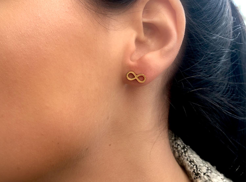 Gouden oorbellen van stainless steel met infinity teken