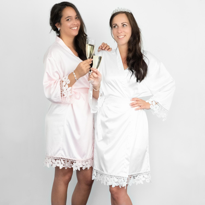 Kimonos voor de bruid en brides crew roze en wit