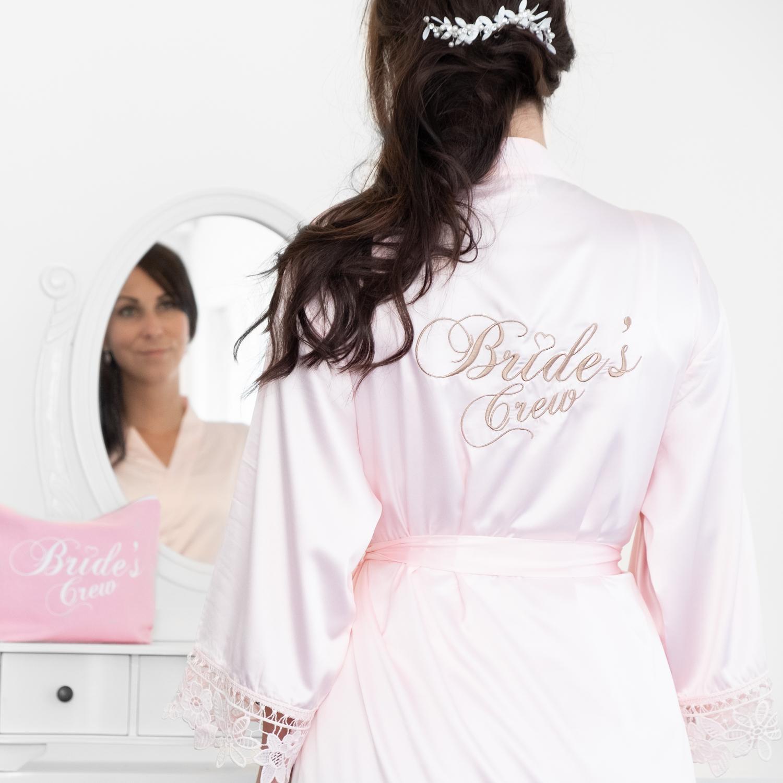 Kimono met kant voor de brides crew met accessoires