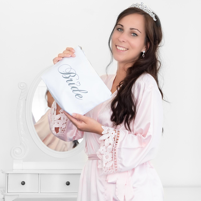 toilettas voor de bride met kimono