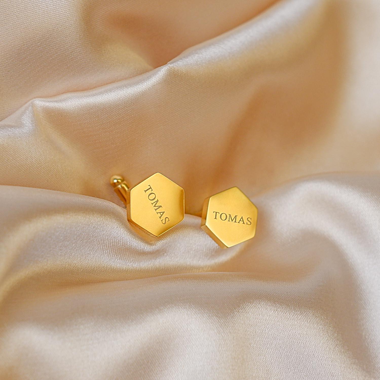 Gouden manchetknopen hexagon op satijn