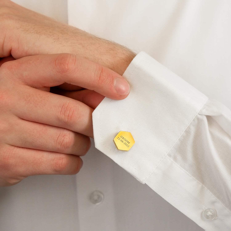 Gouden manchetknopen met gravering om te kopen