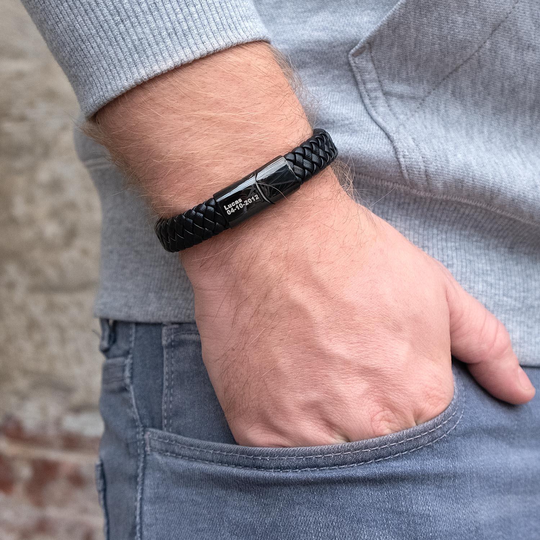 Stoere leren armband voor de mannen voor om de pols
