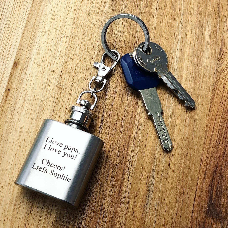 Sleutelhanger met naam samen met sleutelbos