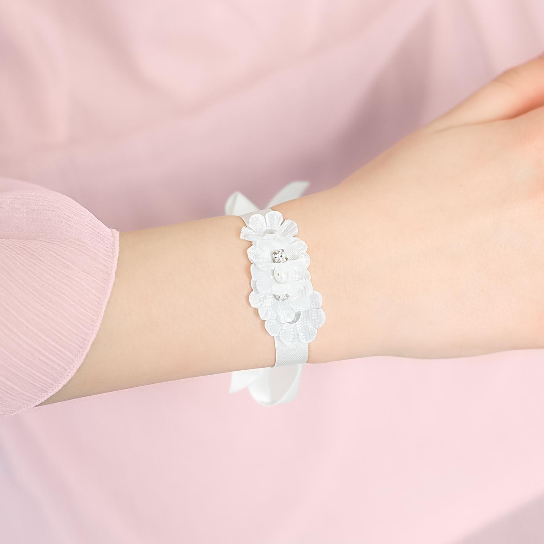 Mooie armbandje voor het bruidsmeisje om te dragen op de grote dag