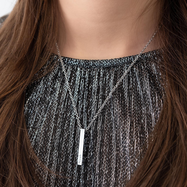 Graveerbare zilveren ketting om de hals met een zilveren top