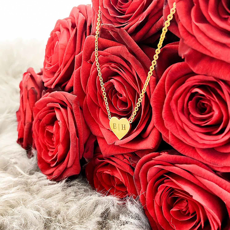 Graveerbare gouden ketting met roosjes voor een complete look