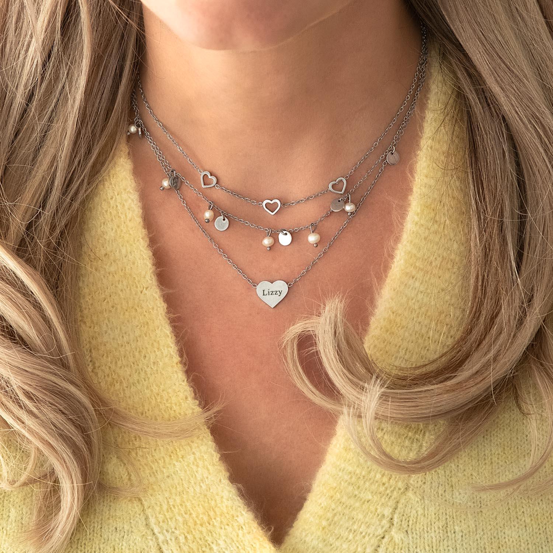 Zilveren sieraden om de hals voor een leuke look