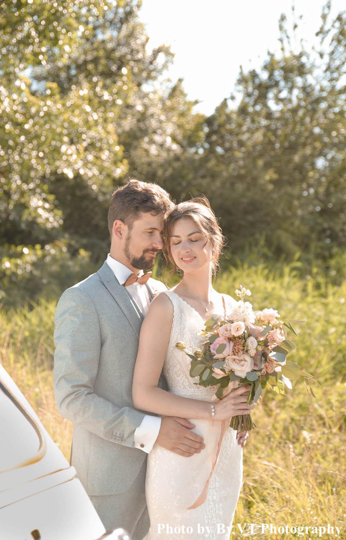 Bruid draagt zilverkleurige sieradenset van DRKS