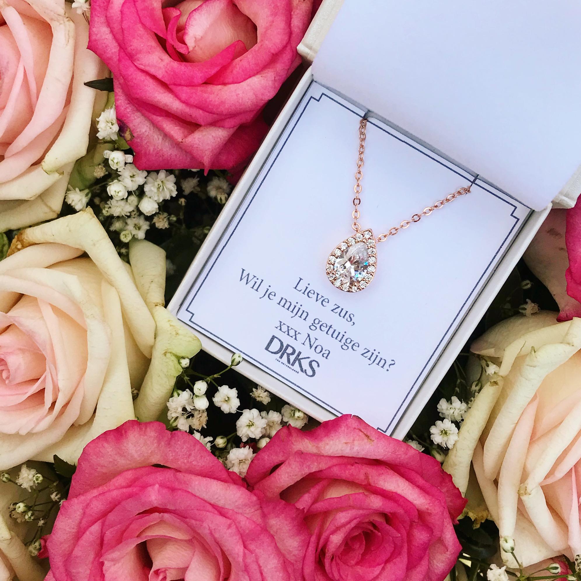 rose gouden ketting in sieradendoosje met persoonlijke tekst