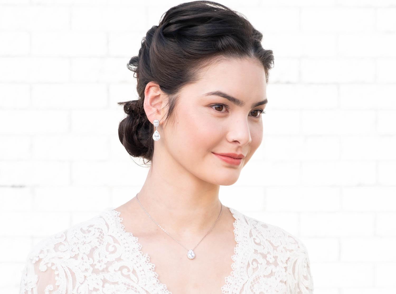 Bruid met Daily Luxury oorbellen zilver