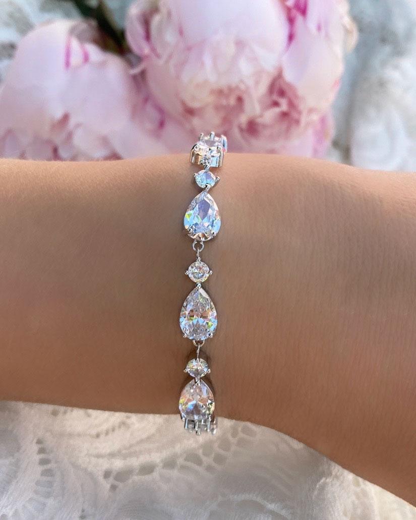 Bruids armband met steentjes en roze bloemen