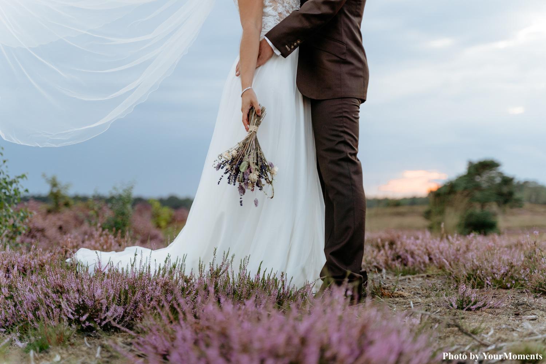 Crystal elegance armband bij bruid om pols