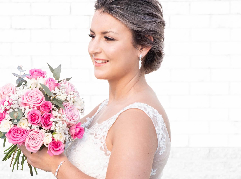 Vrouw draagt de sparkle sieradenset