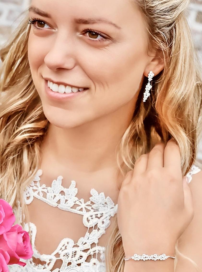 Prachtige sieradenset voor de bruid met blonde haren