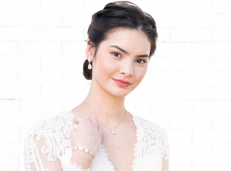 Vrouw met bruidssieraden set in het zilver