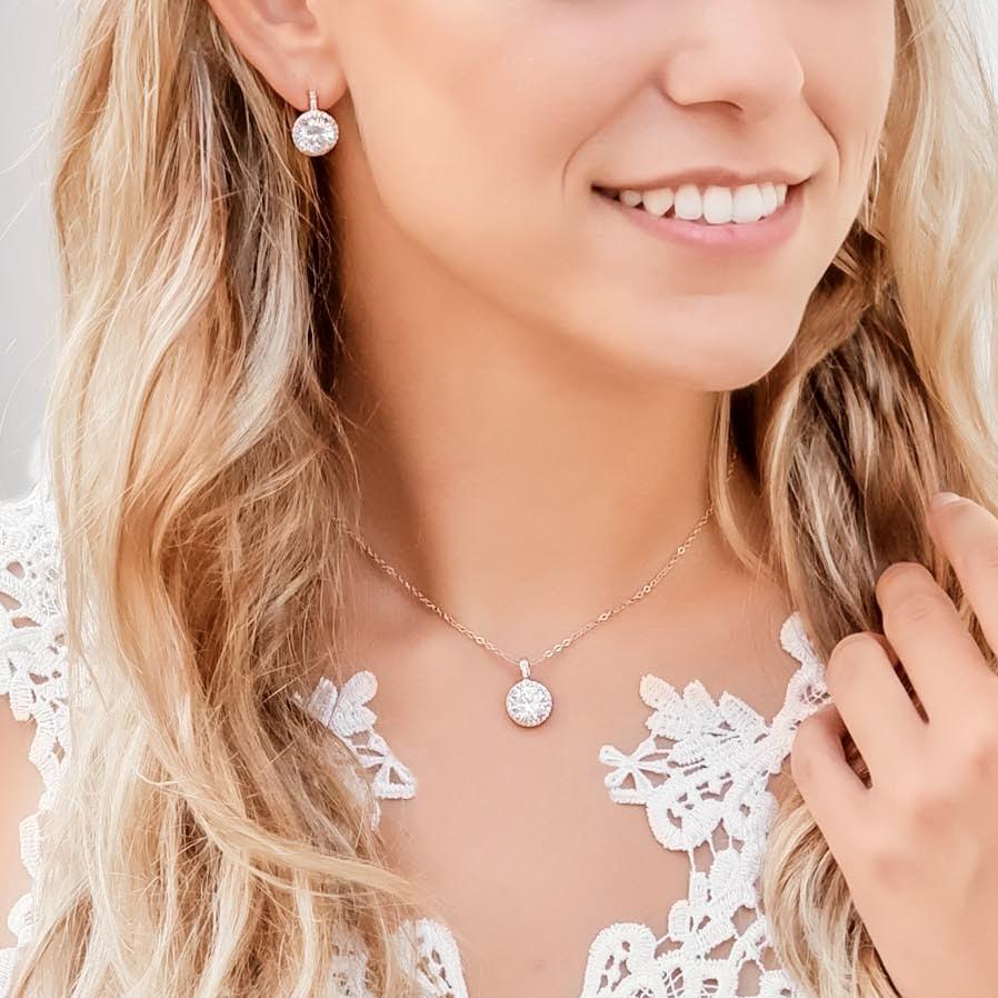 Prachtige sieradenset voor de bruid in een rose gouden kleur