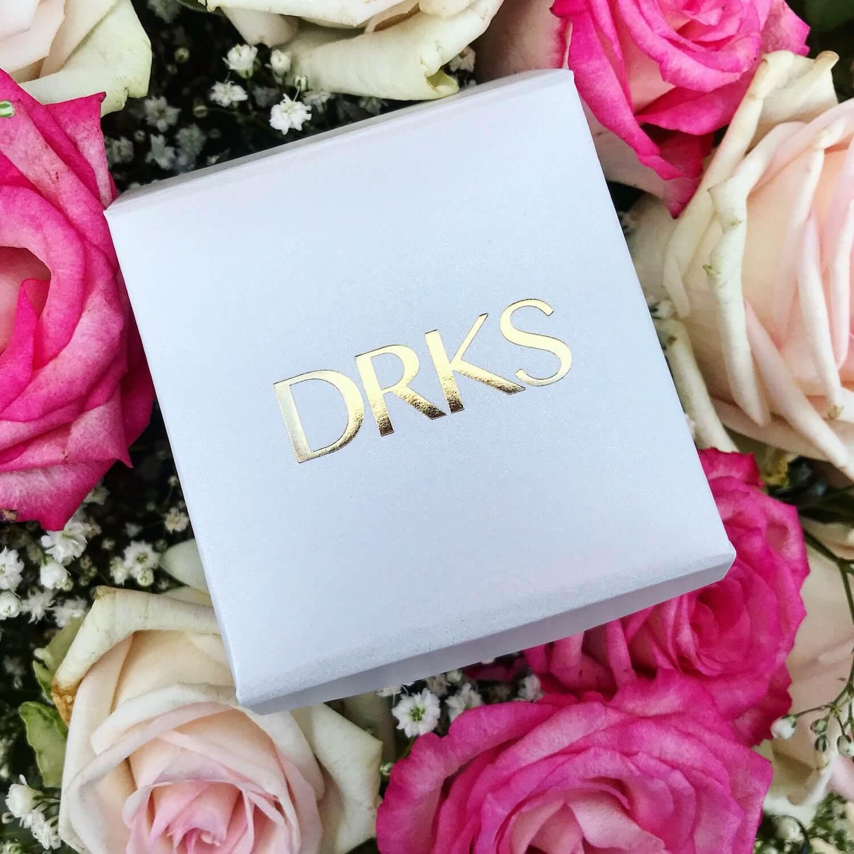 wit doosje van DRKS