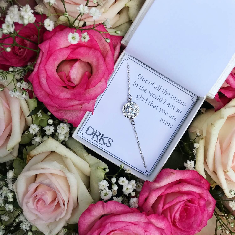 zilveren ronde armband met kristallen en met persoonlijke tekst