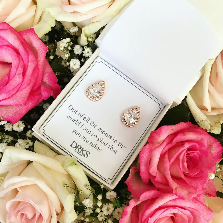 rose goude oorbellen druppelvorm met kristallen en met persoonlijke tekst