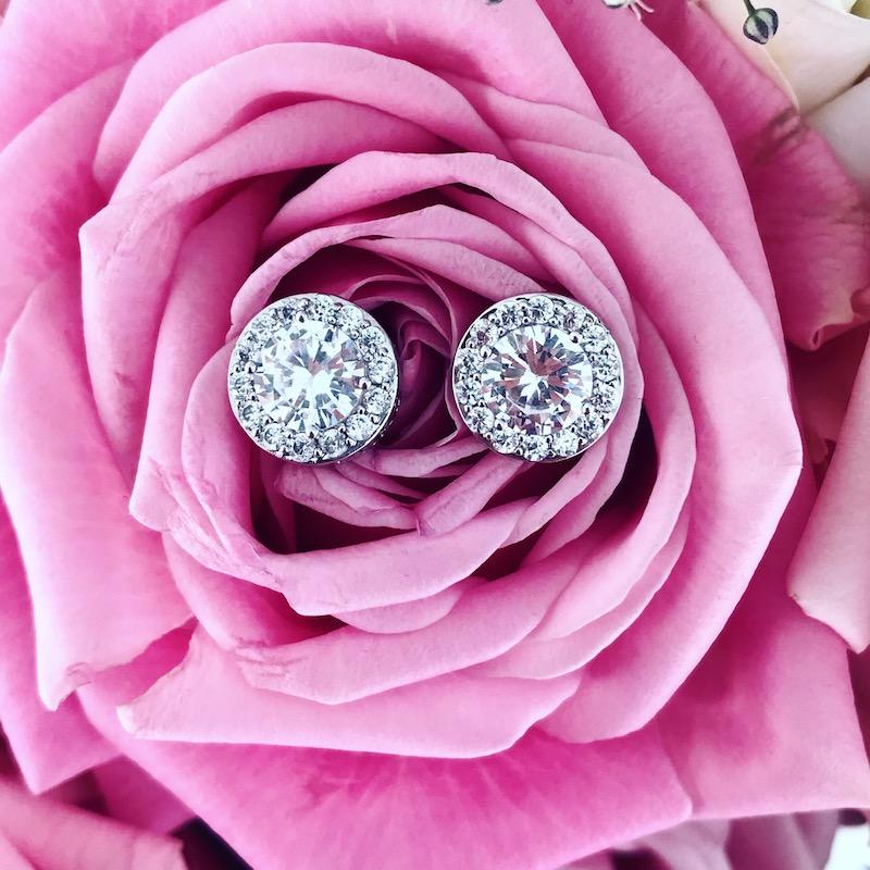 ronde zilveren oorbellen met steentjes