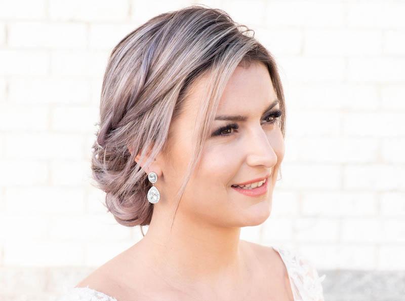 bruid met daily luxury oorbellen