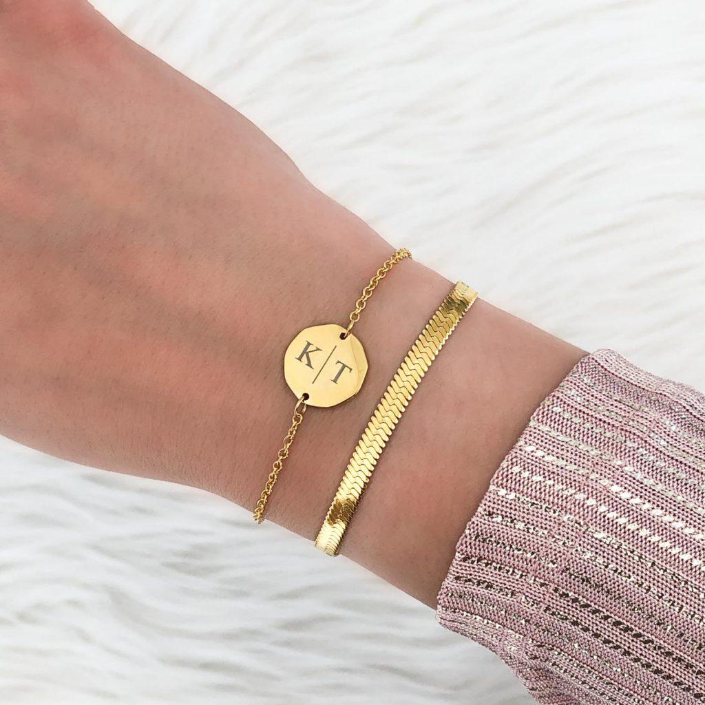twee initialen armband met plat armbandje