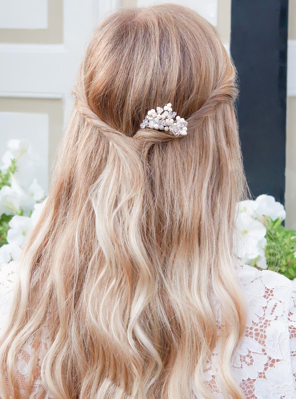 Bruid met haaraccessoire