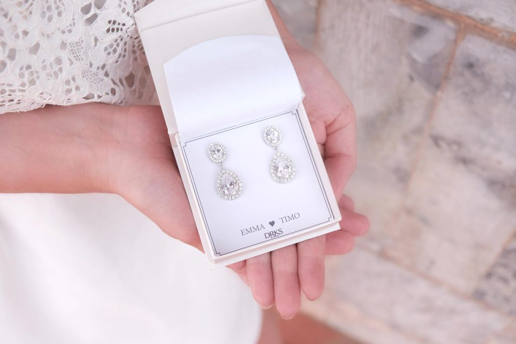 zilveren daily luxury oorbellen in sieradendoosje