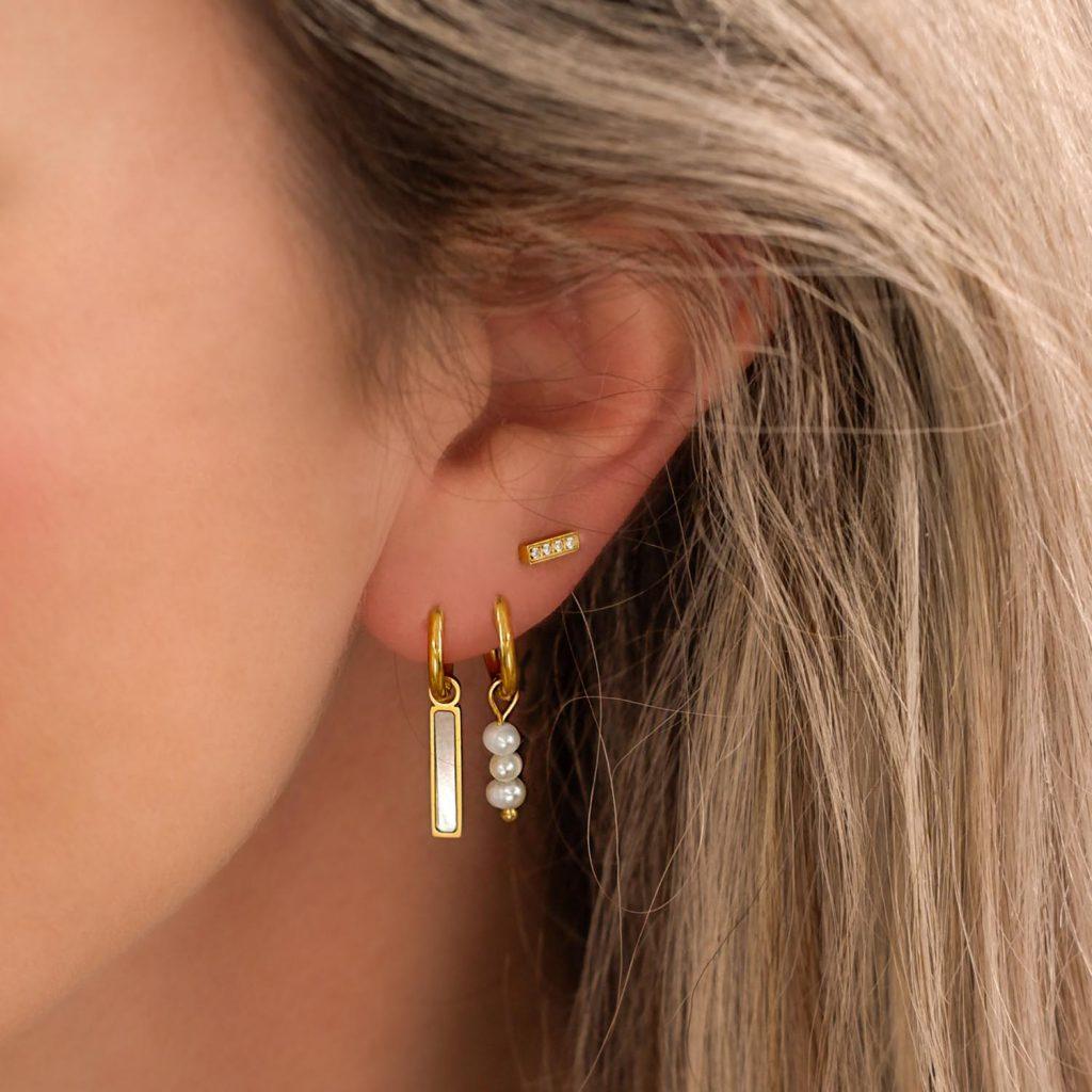 bar oorbellen met parelmoer