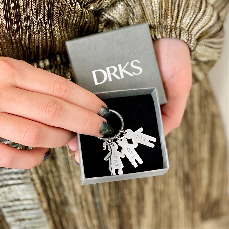 zilveren sleutelhanger kids met gravering in doosje