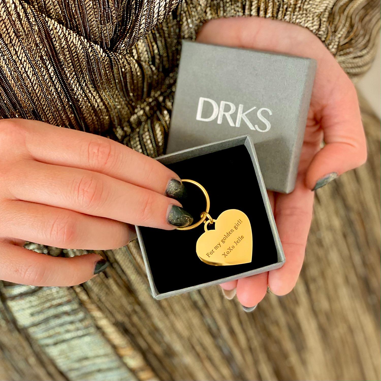 gouden hartjes sleutelhanger met gravering in doosje